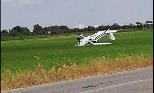 ALBUZZANO 10/07/2019: Aereo da turismo atterra d'emergenza nella risaia. Tutti illesi gli occupanti