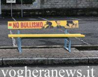 """VOGHERA 16/07/2019: Bullismo. In città la """"panchina gialla"""" per denunciare il fenomeno"""