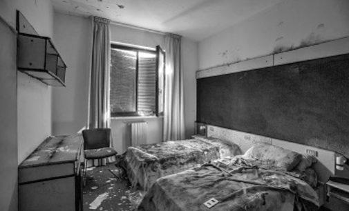 PAVIA 17/09/2019: EXIT. Hotel fantasma. Il nuovo viaggio fotografico in provincia di Pavia di Marcella Milani
