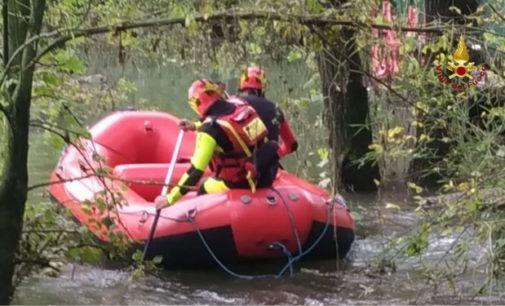 LINAROLO 25/10/2019: Intrappolato nella casa galleggiante. Portato in salvo con il gommone dai vigili del fuoco