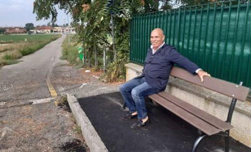 VOGHERA 02/10/2019: Nuova panchina a Pombio. Zuffi. Per i pensionati diretti alla zona commerciale