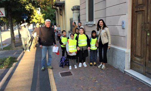 VOGHERA 04/10/2019: A scuola a piedi con i nonni di Anteas, Auser e Alpini. Partito oggi il progetto Pedibus voluto dall'Ats e patrocinato dal Comune