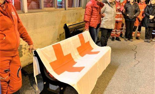 """VOGHERA 26/11/2019: Violenza sulle donne. Una """"panchina rossa"""" anche nella sede della Croce Rossa in via Carlo Emanuele"""