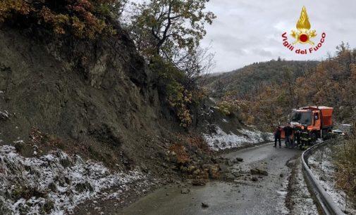 VARZI 17/11/2019: Frane. La collina scivola e incombe sulla Sp91. Interrotta la strada principale per Castellaro