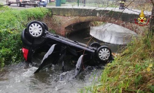 GAMBOLO' PAVIA 27/11/2019: Incidente da incubo. Nonna e nipote finiscono ribaltate nel canale pieno d'acqua. La donna è grave