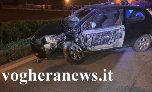 VOGHERA 01/11/2019: Pauroso scontro fra due auto in strada Oriolo. 4 i coinvolti