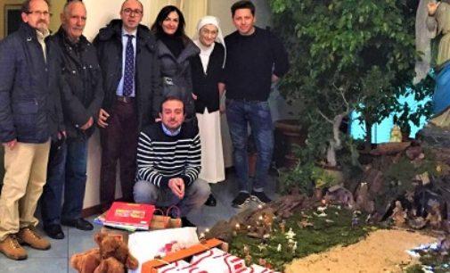 """VOGHERA 27/12/2019: Fare del bene ai poveri contribuendo allo sviluppo economico della città. Questa la mission degli """"Gli amici del Natale"""""""