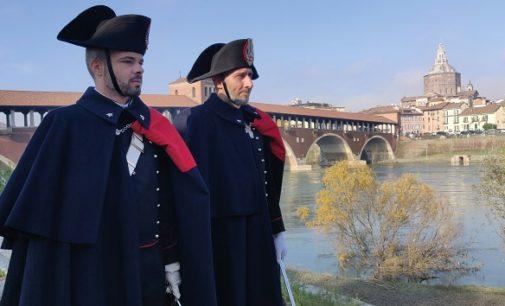 PAVIA 01/12/2019: Durante il periodo natalizio. I Carabinieri per le strade centrali di Pavia in Grande Uniforme Storica