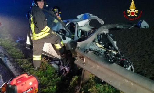 PAVIA 17/12/2019: Ancora un'auto trafitta e sventrata dal guard rail. Stanotte alla SS526. L'altra notte è accaduto a Vistarino