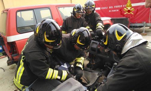 PAVIA OLTREPO 29/12/2019: Emergenze. Oggi i nuovi Pompieri si addestrano all'uso delle nuove strumentazioni per i casi di incidente stradale. Intanto nella notte due emergenze