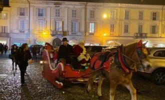 """VOGHERA 09/12/2019: """"Scopriamo Voghera"""" porta in città la slitta di Babbo Natale"""
