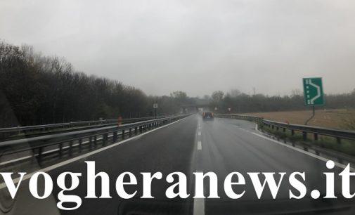 """PAVIA VOGHERA 11/12/2019: Sempre meno """"asfalto drenante"""" sulle strade pavesi. Succede anche sulla Tangenziale di Pavia. Stesso fenomeno pure sulla A7"""