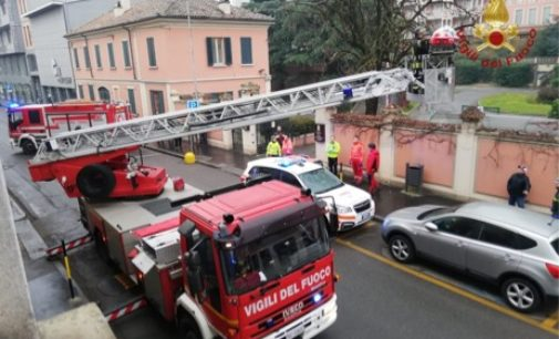 BRONI 01/02/2020: Spettacolare soccorso a persona questa mattina. I vigili del fuoco utilizzano l'autoscala