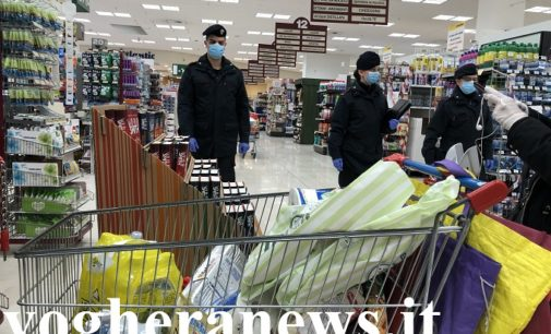 VOGHERA PAVIA 31/03/2020: Coronavirus. Pattuglie dei Carabinieri all'interno dei supermercati della provincia