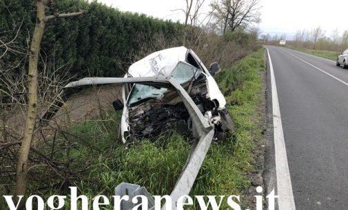 CASTELLETTO 31/03/2020: Auto sotto il guardrail. Miracolosamente illeso il conducente