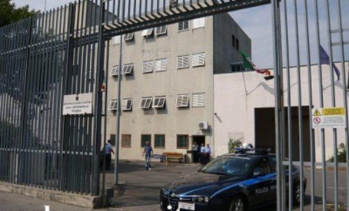 VOGHERA 14/04/2020: Donati libri alla biblioteca carceraria. In carcere 5 contagiati e un detenuto morto per coronavirus