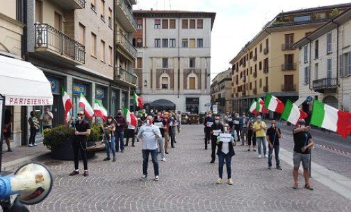 VOGHERA 25/05/2020: 50 Mascherine tricolori in Piazza Duomo a Voghera