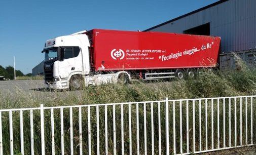 VOGHERA 25/05/2020: I primi camion al capannone di Medassimo per liberarlo dai rifiuti