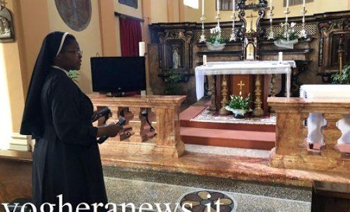 VOGHERA 08/05/2020: Dirette web e la Tv (mezza rotta) nella chiesetta per seguire il Papa. Così le suore Agostiniane vivono la preghiera in tempo della Pandemia