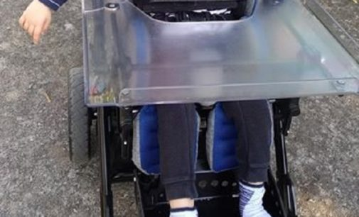 VOGHERA 23/06/2020: Bambino disabile perde accessorio per la sedia a rotelle. Aiutiamolo a ritrovarlo
