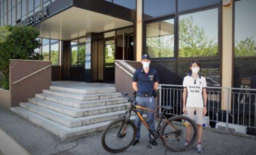 PAVIA 22/06/2020: Polizia recupera la bici rubata
