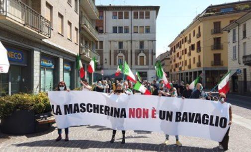 VOGHERA 01/06/2020: Mascherine Tricolori ancora in piazza a Voghera. Oltre 60 persone in Duomo