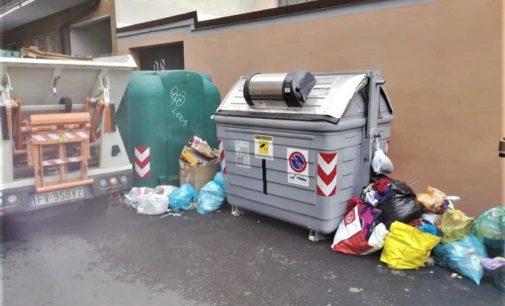 VOGHERA 10/06/2020: Gli ispettori ambientali multano i maleducati dei rifiuti. Multe anche a chi abbandona guanti e mascherine