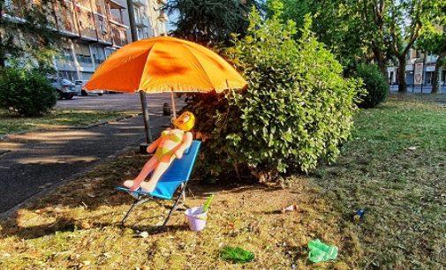 VOGHERA 22/07/2020: Contro il Governo CasaPound mette in piazza (San Bovo) sdrai e ombrellone