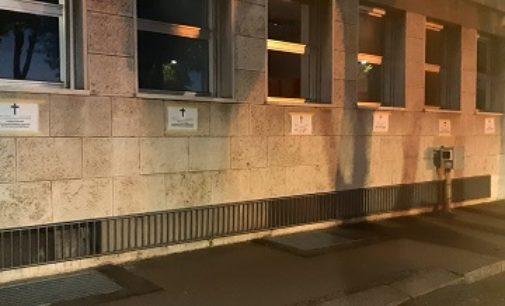 PAVIA VOGHERA STRADELLA 09/07/2020: Necrologi sulle sedi dell'istituto. L'Inps. Atto vandalico ci tuteleremo