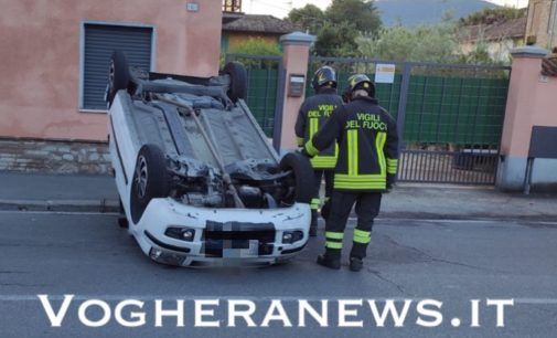 RIVANAZZANO PAVIA 02/08/2020: Incidenti stradali nella notte. Auto ribaltata a Riva. 5 giovani feriti nel Capoluogo
