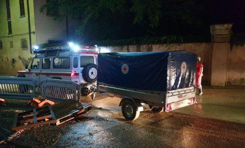 S.GIULETTA CASTEGGIO 03/08/2020: Pioggia e fango. Volontari della CRI in prima linea per aiutare la comunità