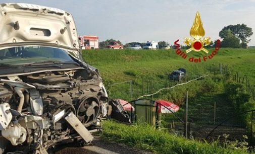 MEZZANINO 14/08/2020: Scontro sull'argine. Una automobilista resta ferita