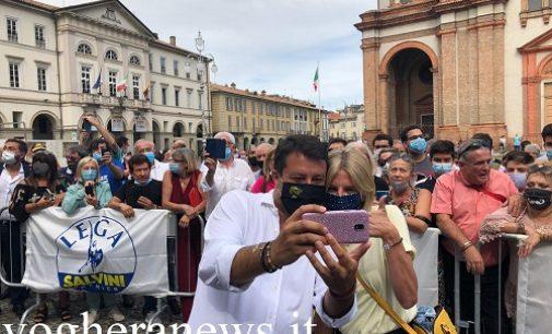 VOGHERA 01/09/2020: Elezioni. Salvini (per Garlaschelli) scalda la piazza Duomo. Votate Lega per evitare l'invasione degli immigrati