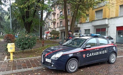 VOGHERA 22/10/2020: Bivacco di gruppo e senza mascherine in piazza. Carabinieri sanzionano 5 persone