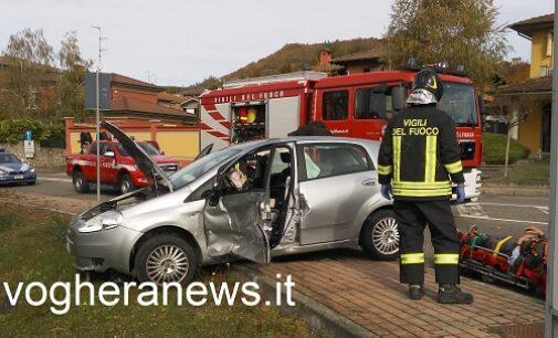 VARZI 29/10/2020: Scontro sulla provinciale all'incrocio di via Repetti. Due i feriti