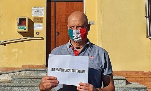 """ROCCA SUSELLA 06/10/2020: """"Liberate i pescatori italiani"""". Striscioni e manifesti in molti comuni italiani"""