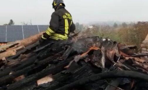 TORRAZZA COSTE 01/11/2020: In fiamme il tetto di una casa. Pompieri al lavoro per ore
