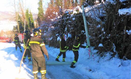 PONTE NIZZA VARZI 26/12/2020: Strade cedute pali e alberi spezzati L'inverno 2020 crea qualche problema nelle Valli oltrepadane