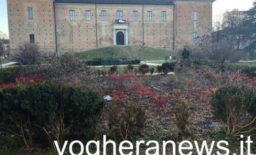 VOGHERA 31/01/2021: Piazza Castello. L'Italia del Rispetto: Troppo degrado. Serve più educazione da parte di tutti. E serve una riqualificazione