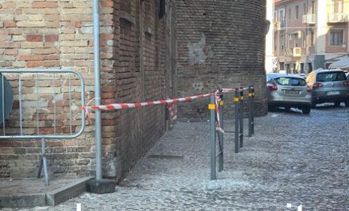 VOGHERA 16/01/2021: Fine della sosta nella strettoia di piazza Duomo. Posate le transenne