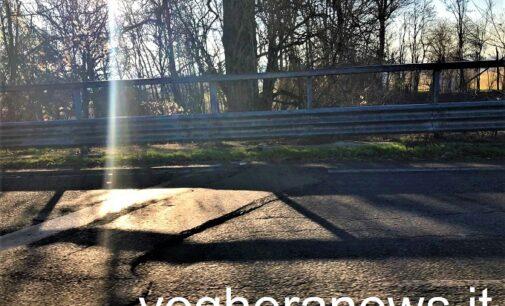 VOGHERA 14/01/2021: Tangenziale. Scalino sul dosso della Vedetta Lombarda. Interviene anche il consigliere Affronti. La Provincia lo sistemerà