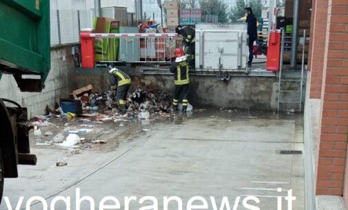 VOGHERA 18/02/2021: Fuoco nei pressi dell'Eurospin. Intervengono i pompieri