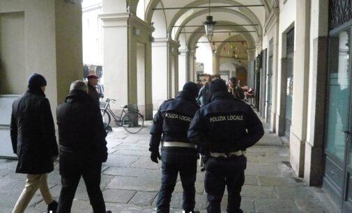 VOGHERA 26/02/2021: Troppi assembramenti in violazione alle norme di prevenzione da CoVid-19. Da domani c'è il divieto di sostare sotto i portici di Piazza Duomo