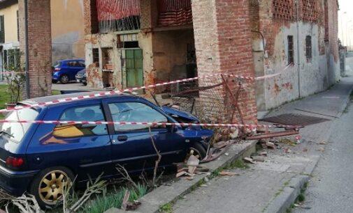 BOSNASCO 21/03/2021: Auto si schianta sul cascinale