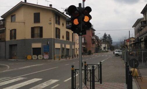 PONTE NIZZA 12/03/2021: Strade. Un semaforo pedonale sulla Sp461 del Penice