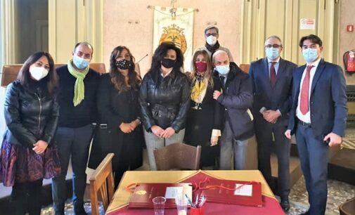 VOGHERA 04/03/2021: Rapina a Milano. Accolta in Comune la coraggiosa commessa vogherese rimasta ferita