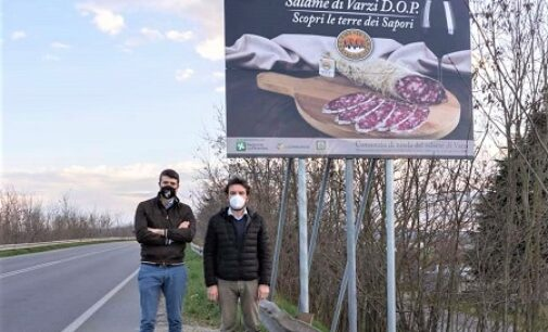 VARZI ROMAGNESE 25/03/2021: Salame di Varzi D.O.P.. Installati i nuovi maxi cartelli promozionali
