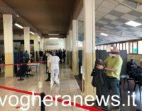 VOGHERA 12/04/2021: Vaccinazioni in tilt al centro Auser. Molti anziani in coda per ore in attesa della dose