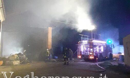 VOGHERA PONTE NIZZA 04/04/2021: Incendio in abitazione e in cascina. Notte di lavoro per i vigili del fuoco iriensi