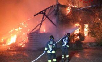 PAVIA 13/04/2021: Incendio all'ex scalo merci. Detriti all'amianto incapsulati con una resina assorbente. Già partiti i lavori di bonifica